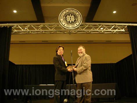 翁達智美國連奪兩大獎 揚威國際魔術舞台