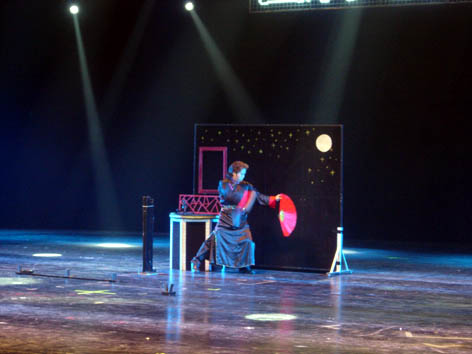 翁氏全體魔術師為深圳歡樂谷國際魔術節演出